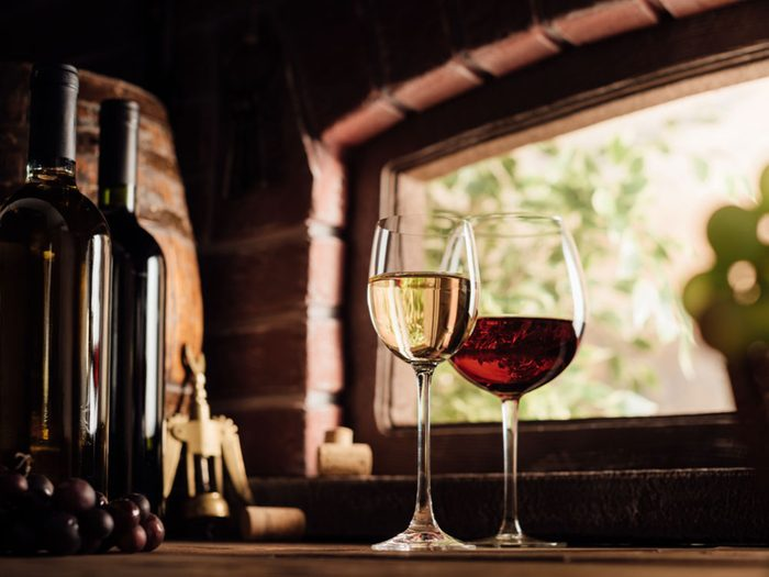 Red and white wine tasting