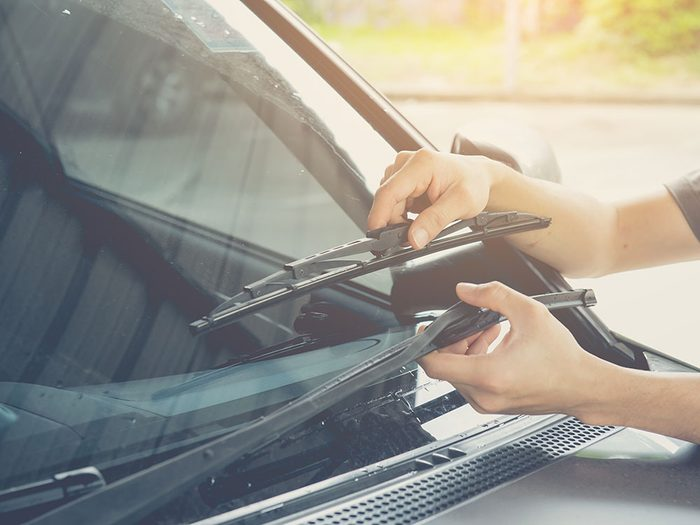 How to replace windshield wiper blades