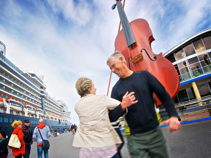 Large fiddle behind couple