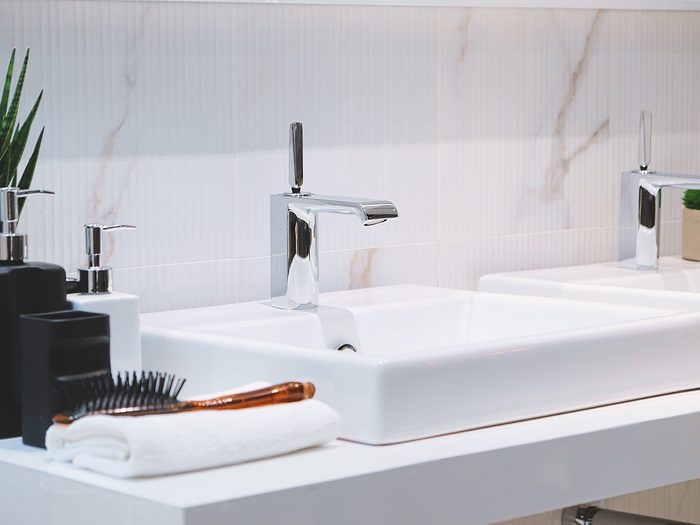 Things to do with toothpaste - clean the bathroom sink