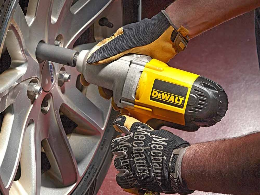 Fast Tire Changes with an Electric Impact Wrench