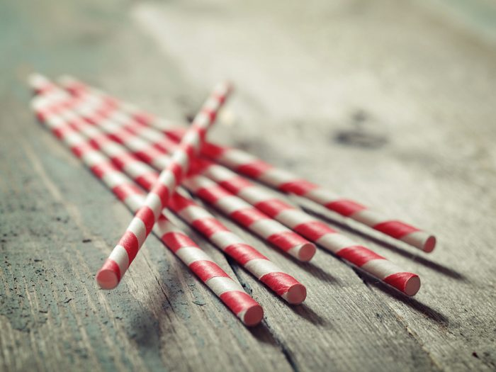 Use Drinking Straws to Make Easy-to-Carry Seasoning Holders