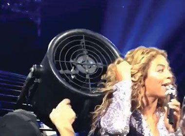 Beyonce's Hair Malfunction