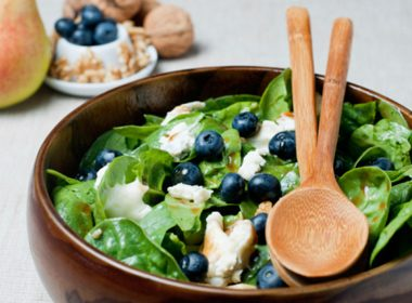Stomach-Sensitive Spinach, Pork and Blueberry Salad