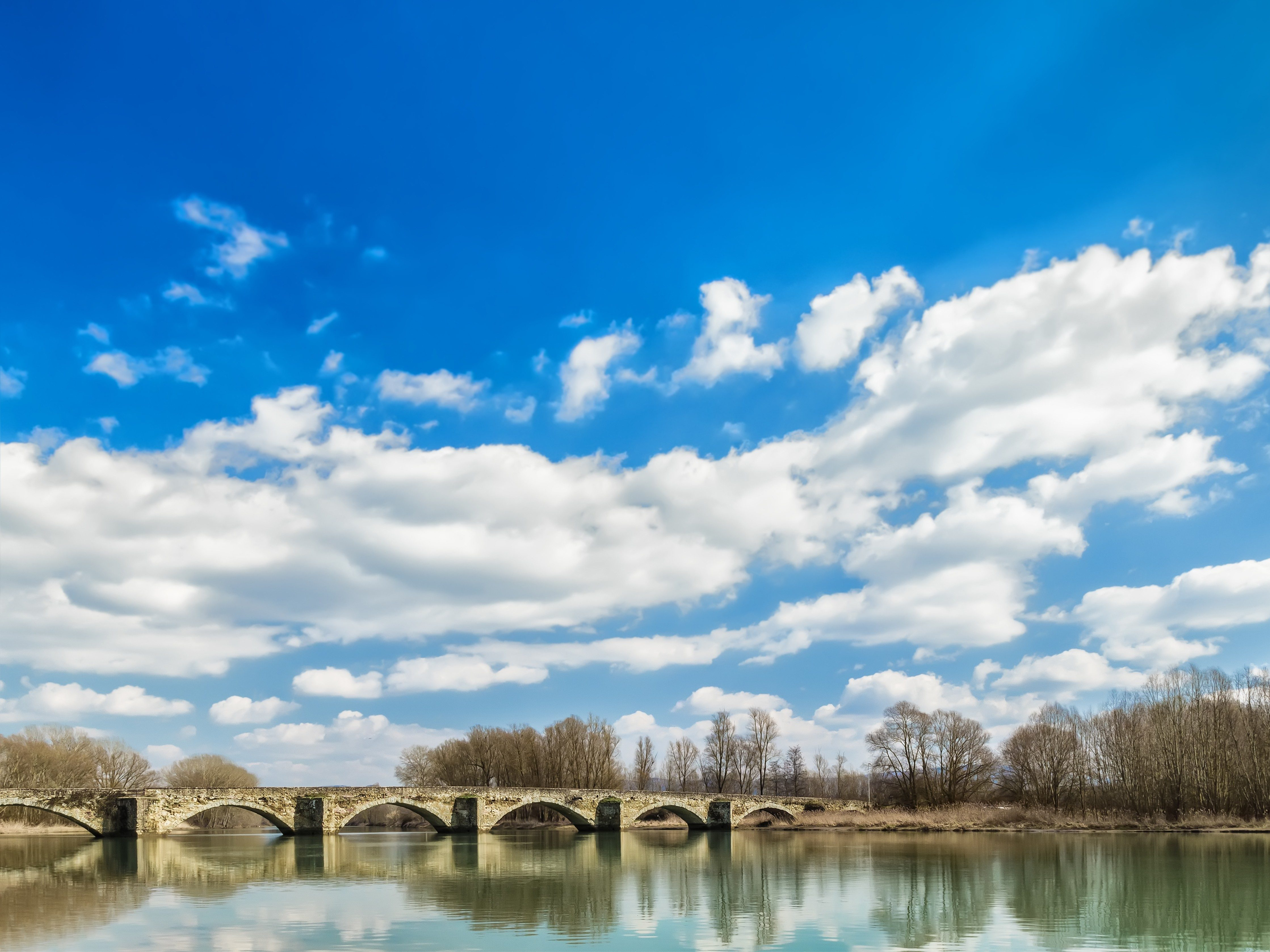 Mona Lisa mystery #5: The unknown bridge.