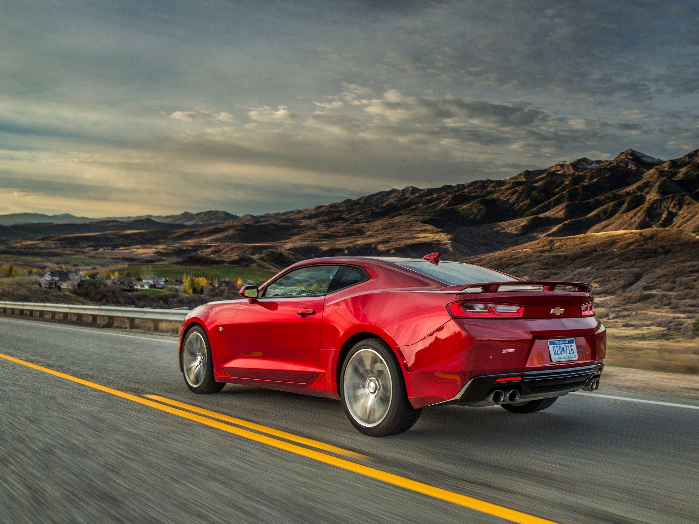 5. The 2016 Chevrolet Camaro has an all-new drive mode selector.