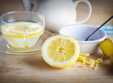 25 Ways to Beat a Cold: Drink Honey and Lemon