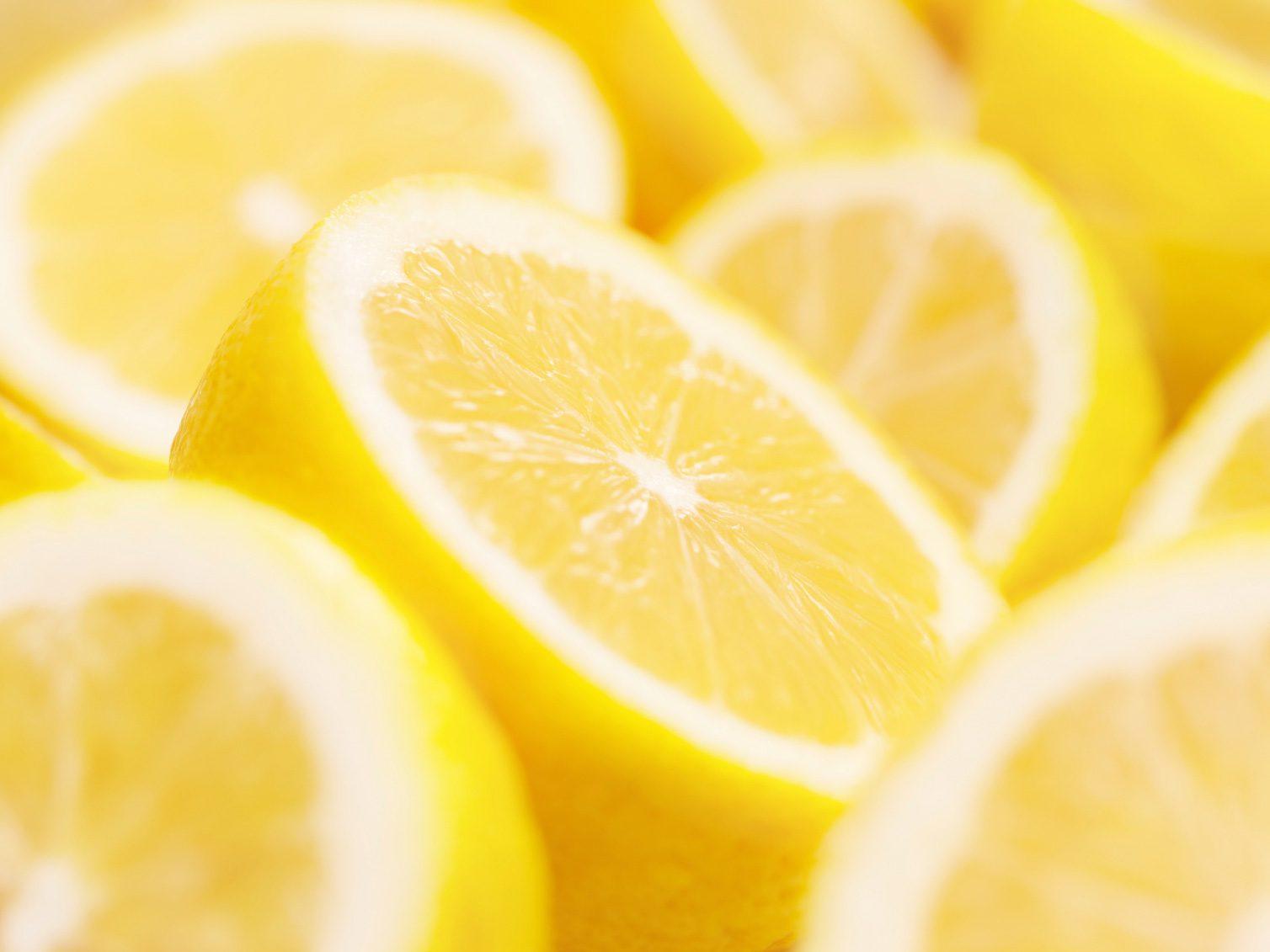 Hands Smell Like Fish? Try Lemon