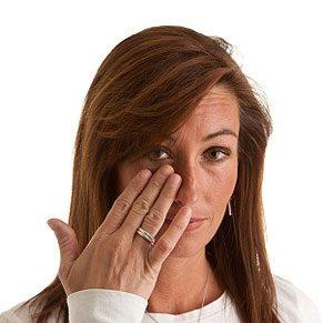 7 Ways to Prevent Makeup Allergies