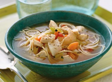 Country-Style Chicken and Vegetable Soup With Noodles