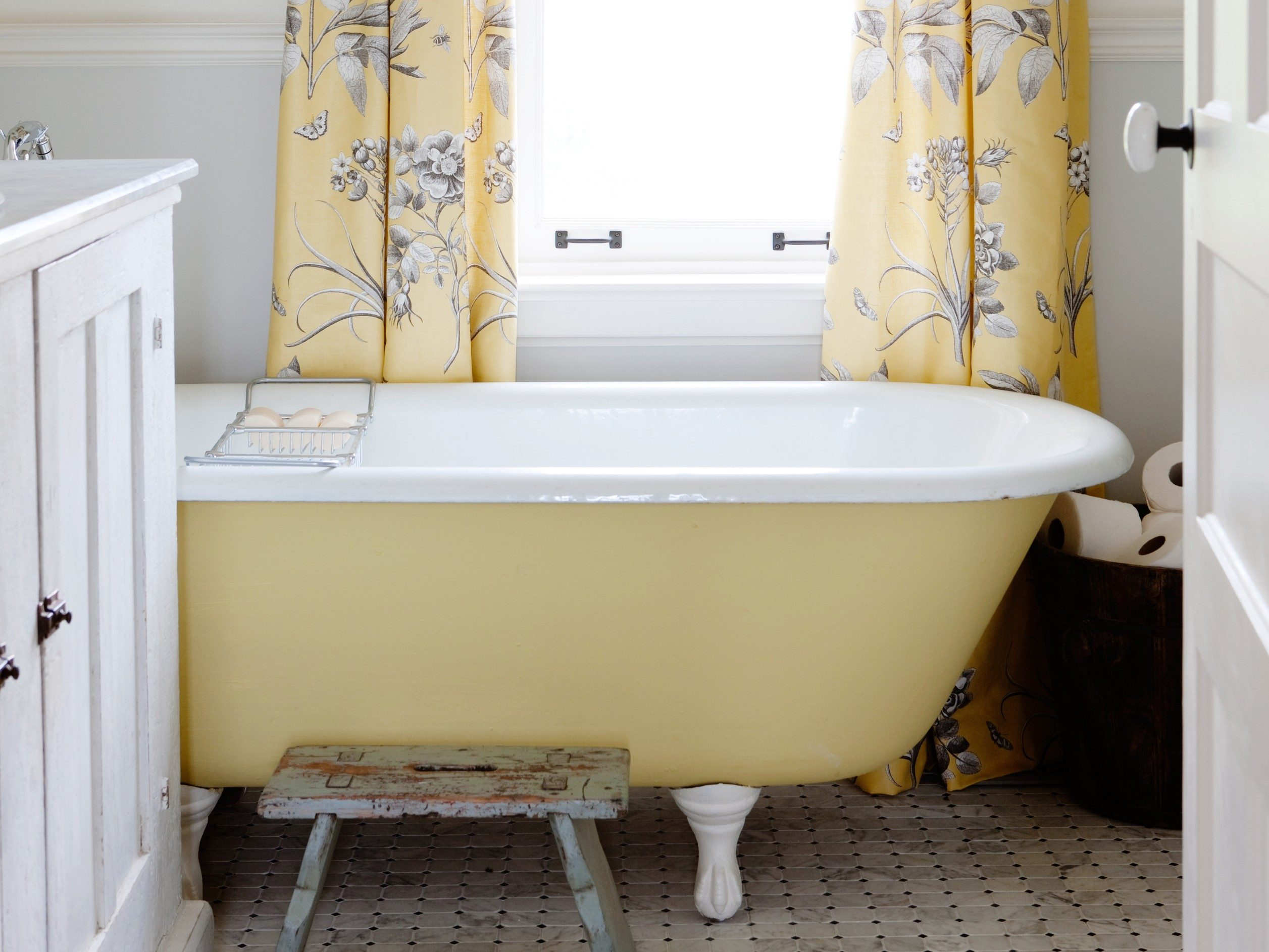 Thrifty decorating tip #4: Breathe new life into an old bathtub