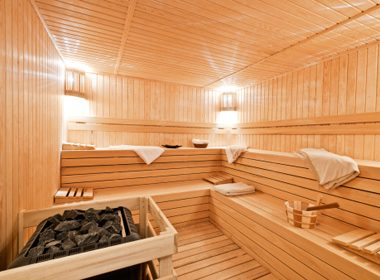 25 Ways to Beat a Cold: Use the Sauna