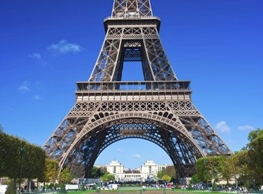 Places to Take a Selfie: Eiffel Tower