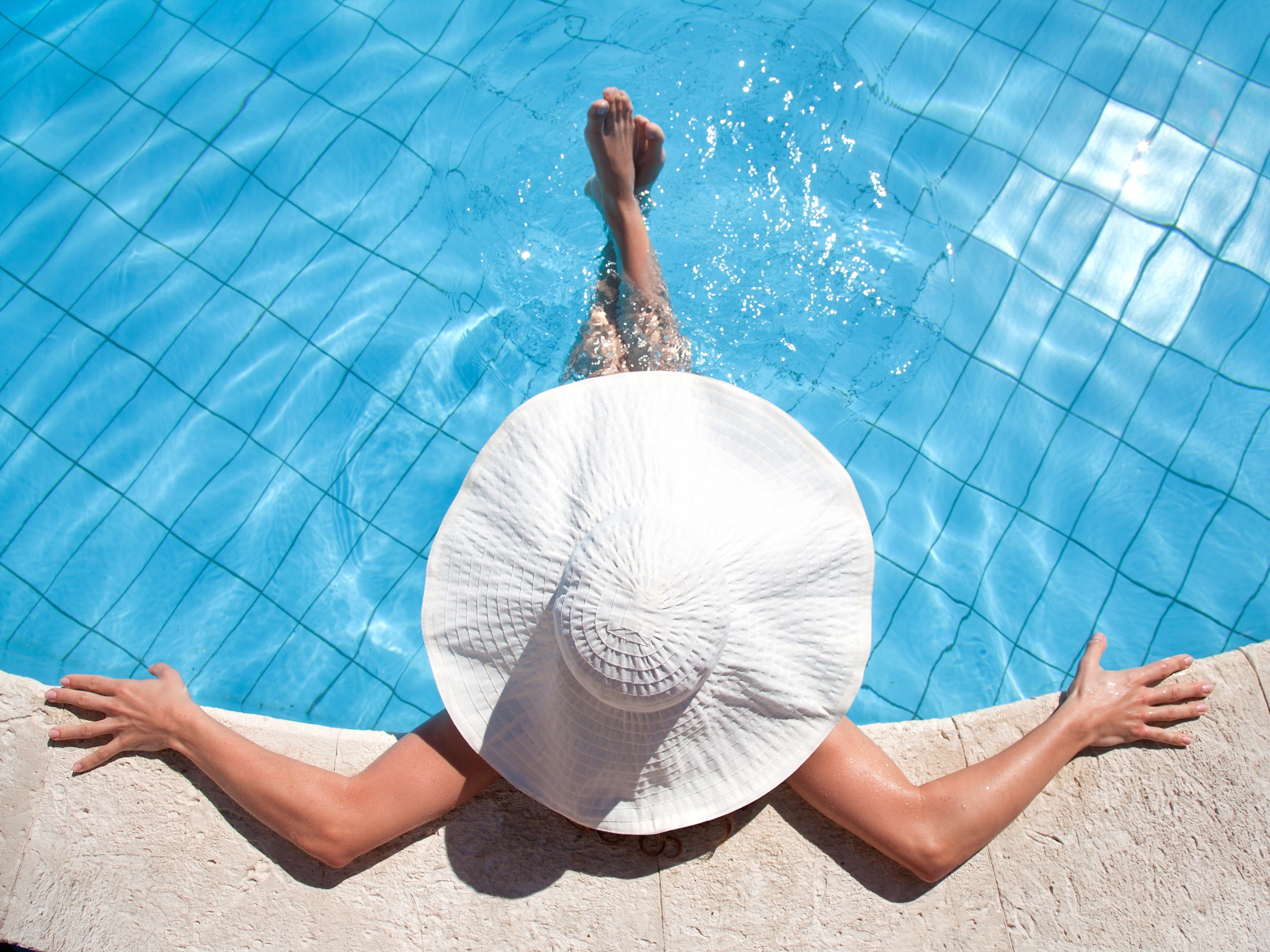 3. Use Styrofoam to Make a Floating Tray for the Pool