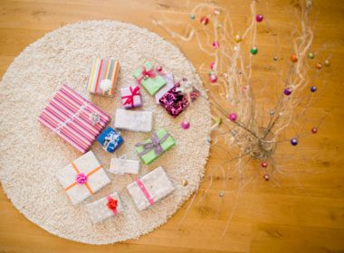 How to Wrap an Elegant Gift