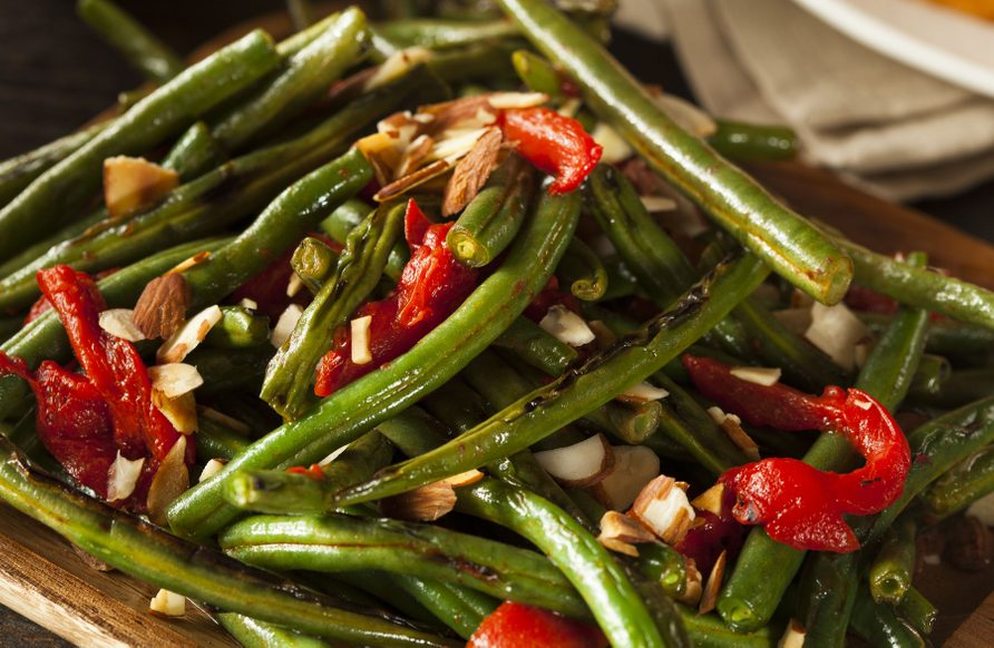 Green bean and red bell pepper salad