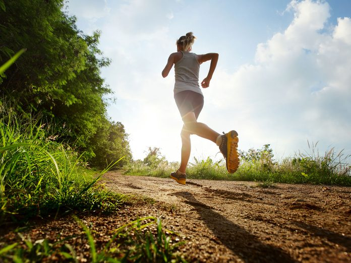 Woman jogging to lose weight