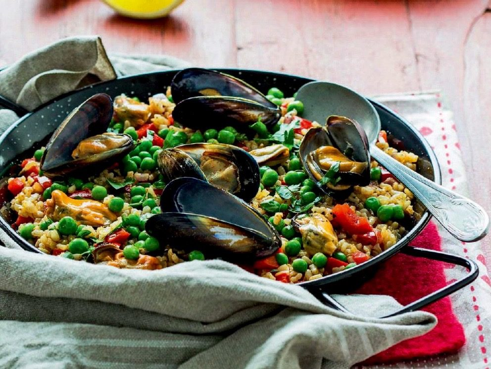 brown-rice-paella-mussels-bell-peppers
