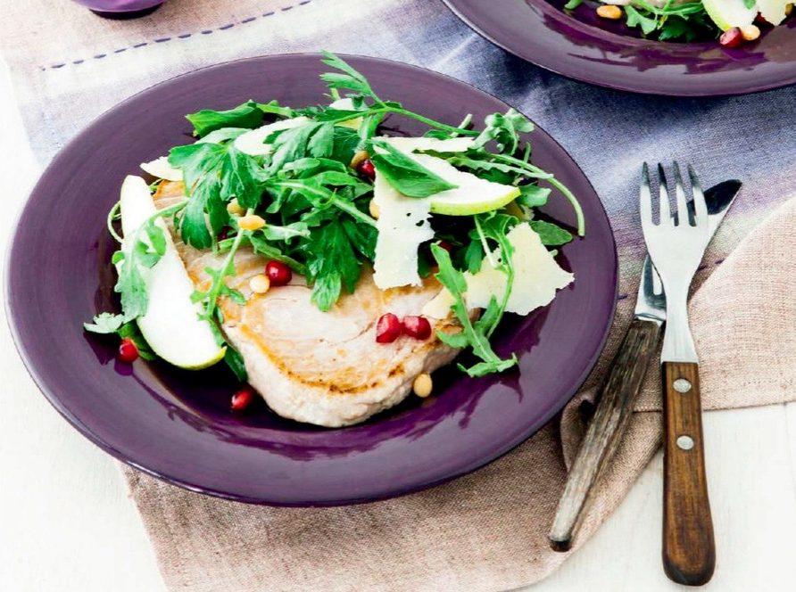 Tuna with parsley and pomegranate salad
