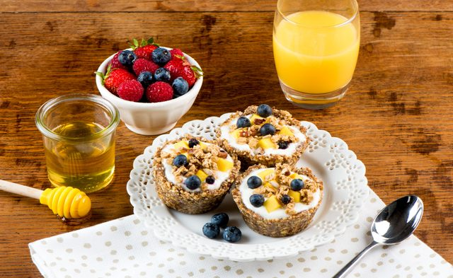 No-Baked Granola and Yogurt Tarts