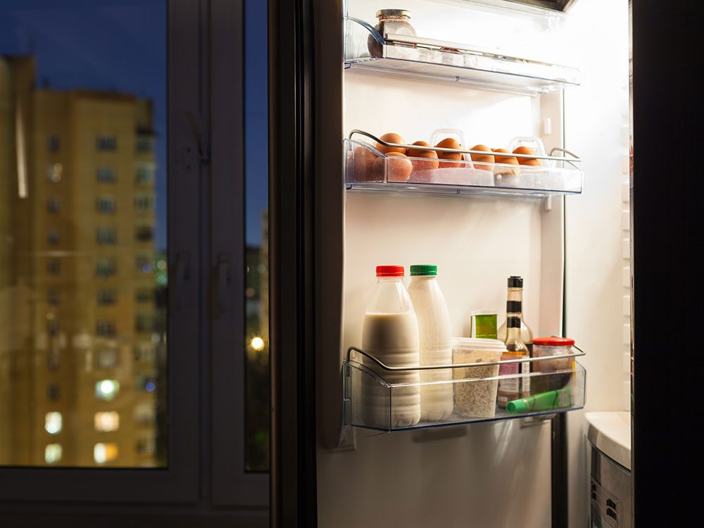 clean-out-fridge-energy-saving-tips