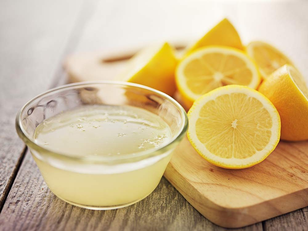 Lemon juice and slices