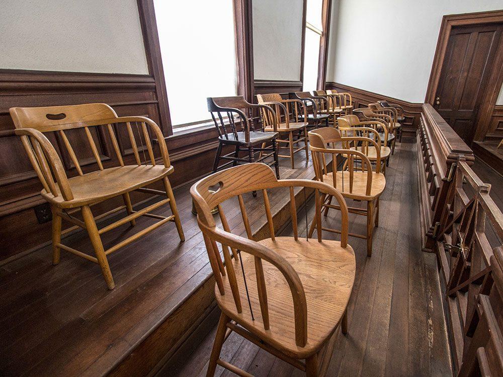 Funniest lawyer jokes - jury duty in courtroom