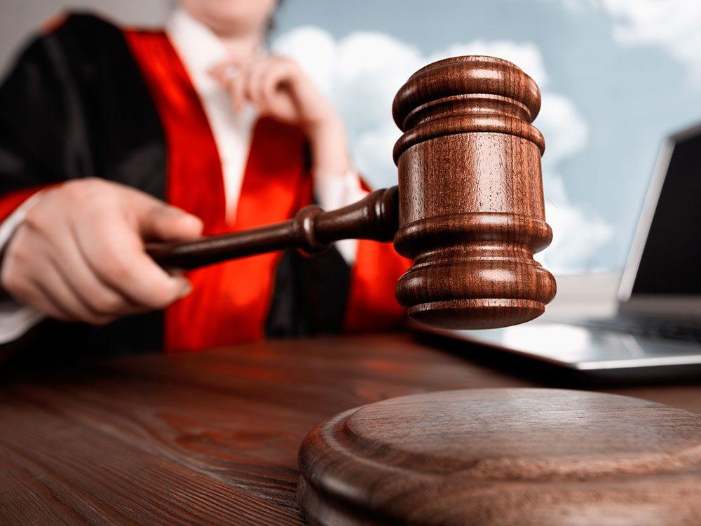 Funny lawyer jokes - judge striking gavel
