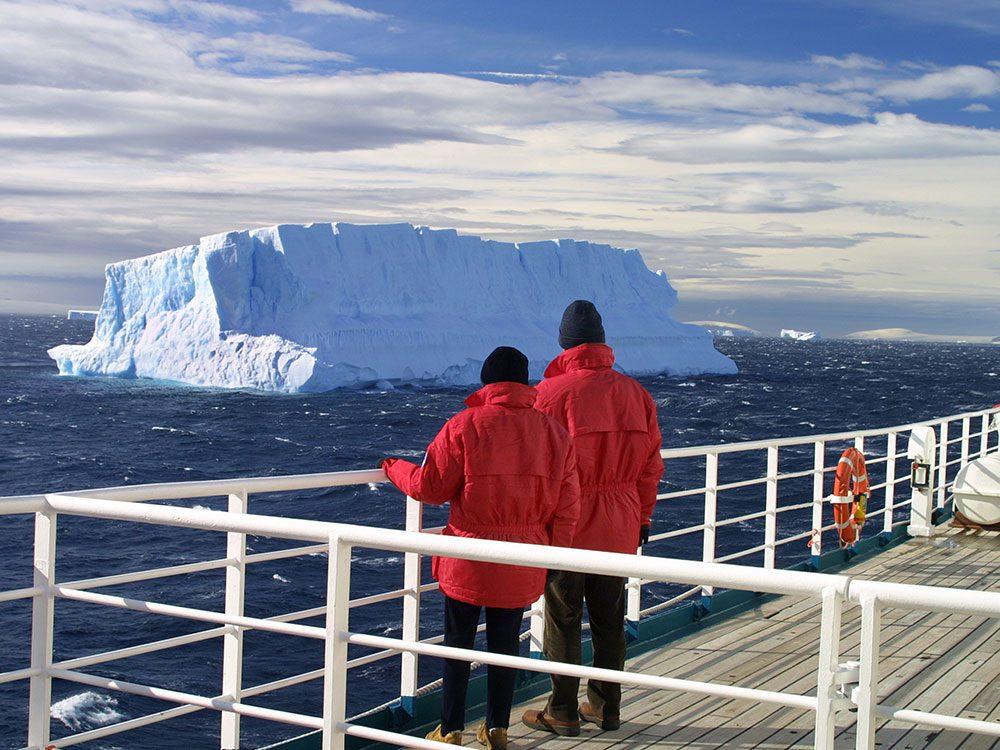 Icebergs still threaten boats