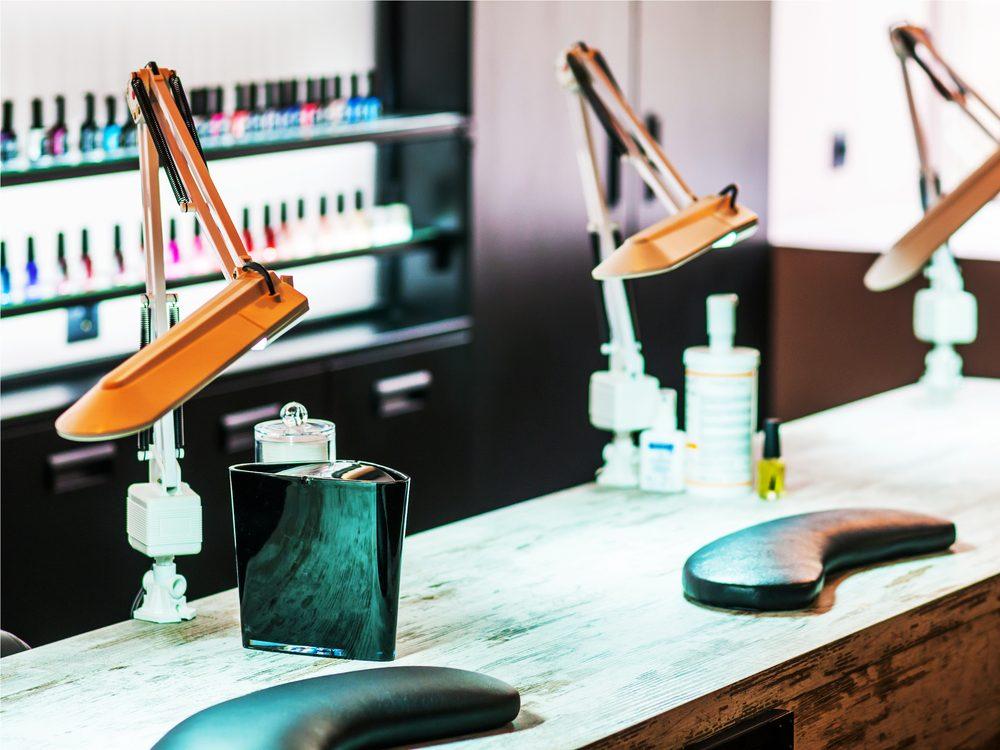 do-not-use-drying-lamps-at-nail-salon