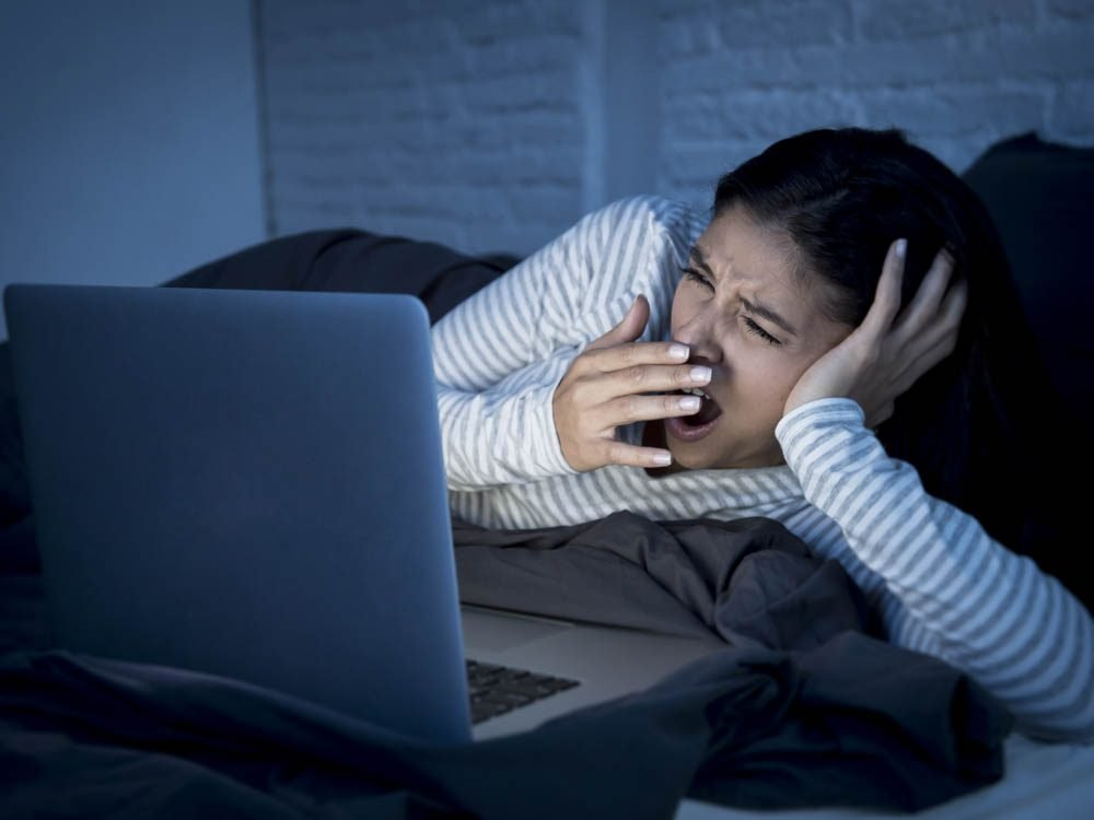 Shut of all screens before bed to lost weight while you sleep
