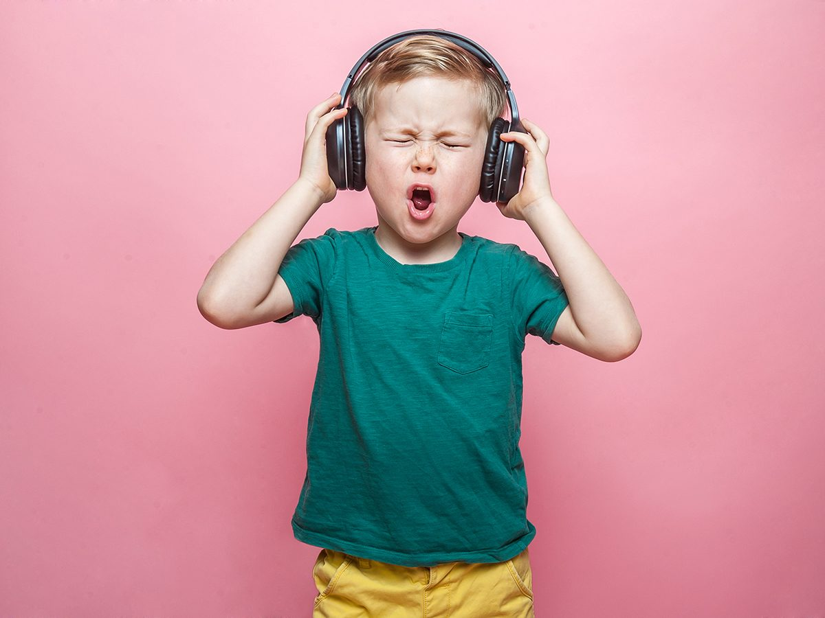 Mom's advice on avoiding noise-induced hearing loss - kid with earphones