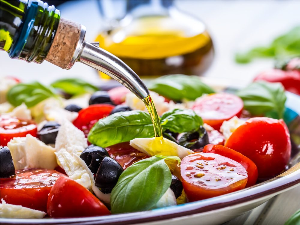 Using an oil dressing is a salad trick that can help you lose more weight