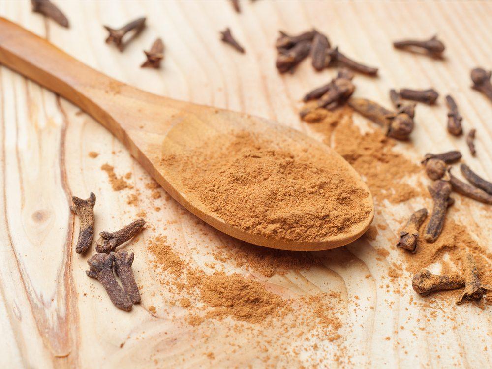 Clove tea is a natural sore throat remedy.