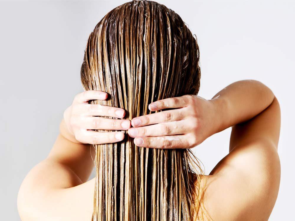 Use yogurt to get rid of frizzy hair