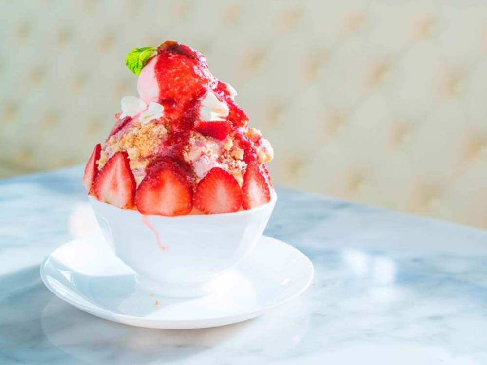 Snow cream dessert