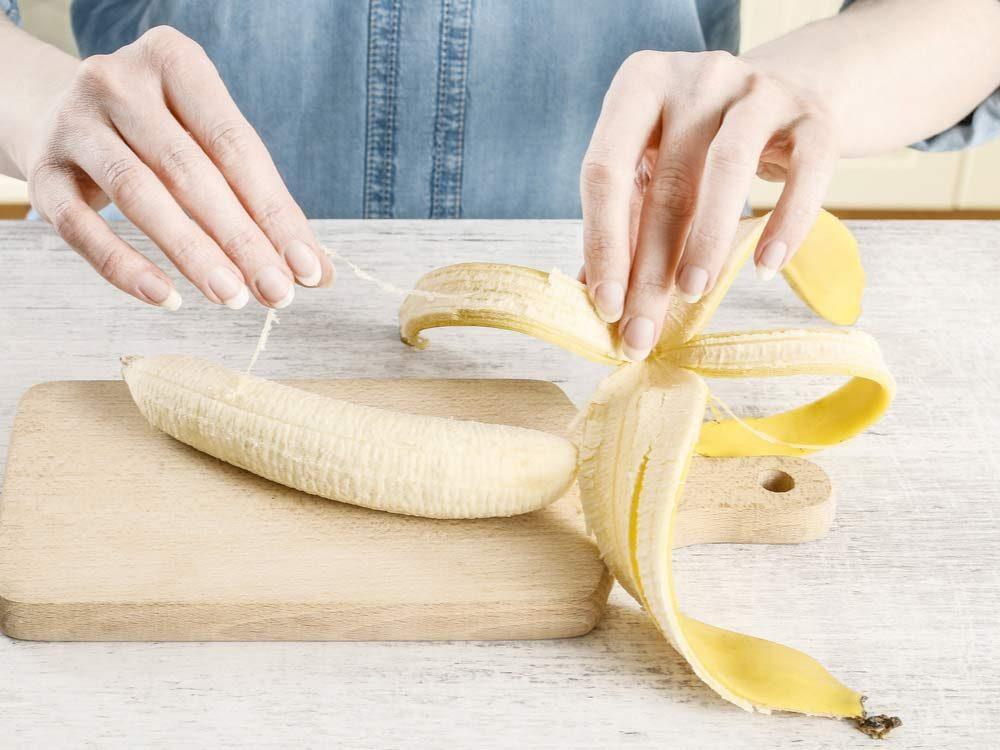 Peeling banana strings