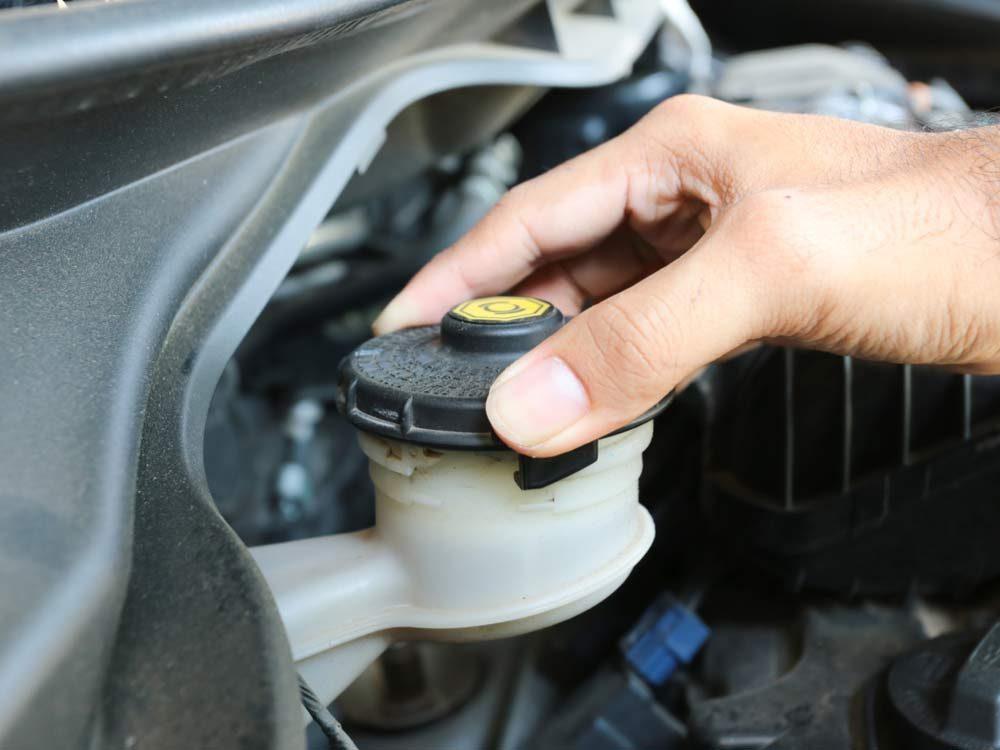 Checking brake fluid inlet