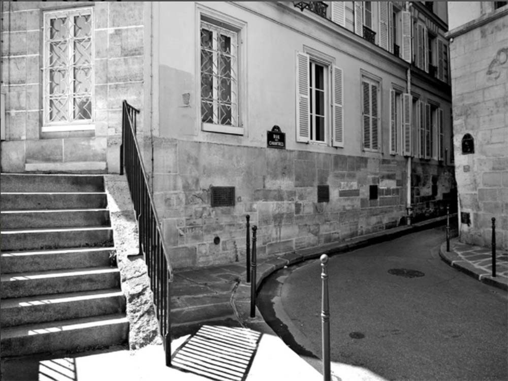 Rue des Chantres in Paris, France