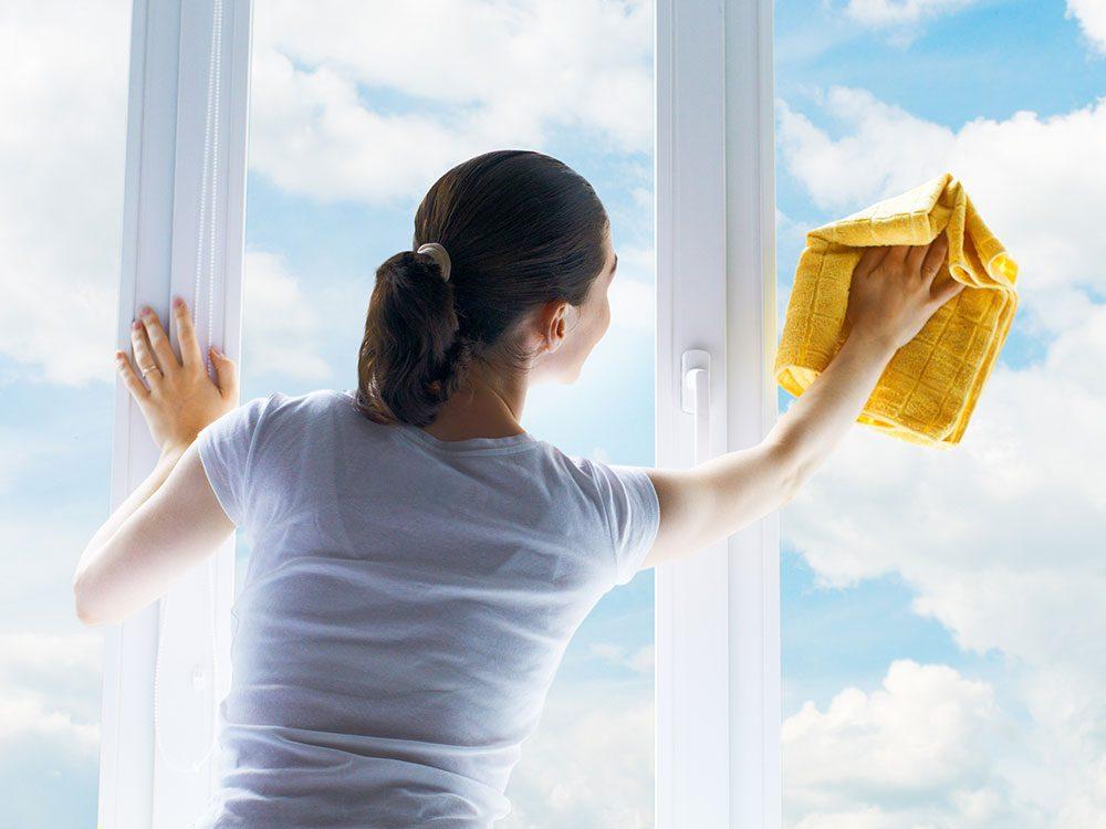 House cleaning hacks: Washing windows