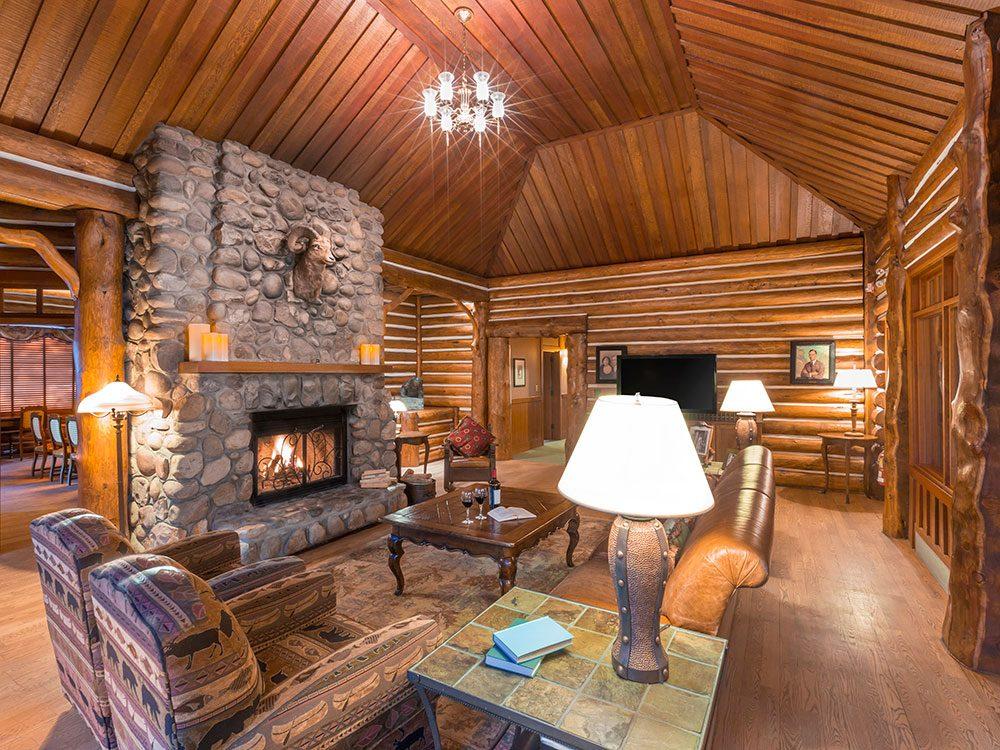 Royal hotels in Canada: Outlook Cabin, Jasper Park Lodge