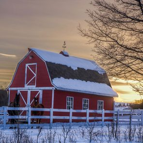 Barn pictures - Red barn in snowy landscape