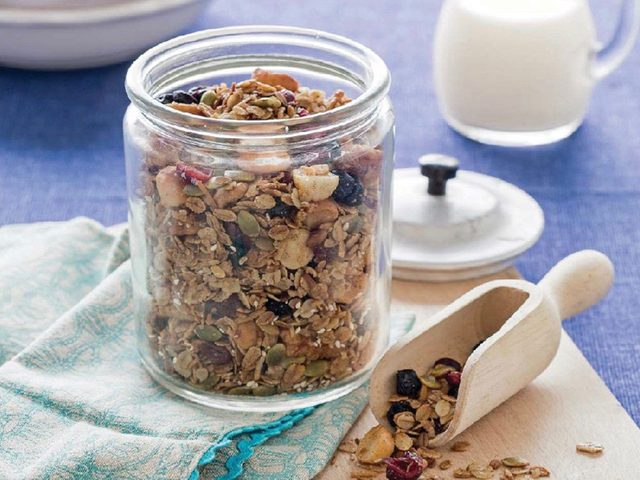 Blueberry and cranberry crunch