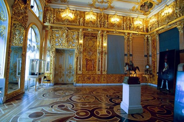 RESTORATION OF THE AMBER ROOM AT PALACE OF CATHERINE THE GREAT , ST PETERSBURG