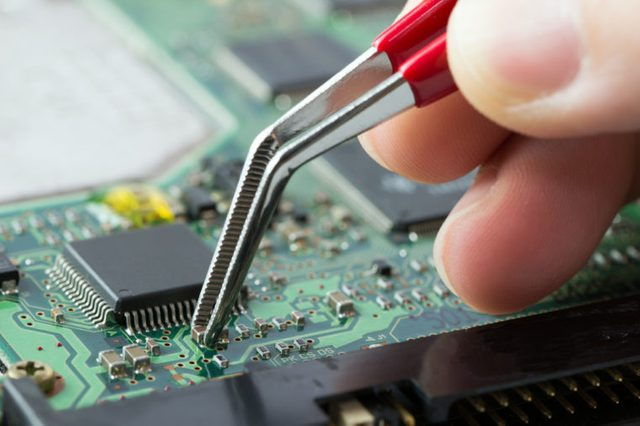 Printed circuit board with surface mount electronic components