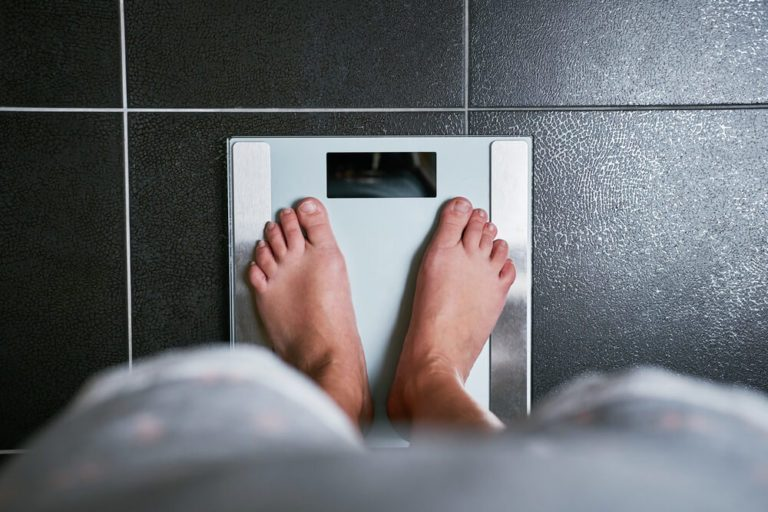 Weigh yourself to avoid holiday weight gain