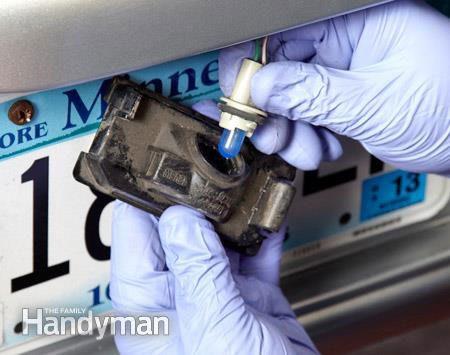 Auto light bulbs - How to change license plate bulb