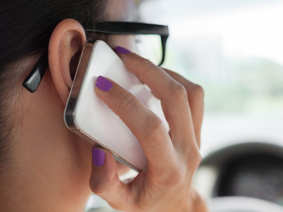 Best Reader's Digest jokes of all time - woman on phone