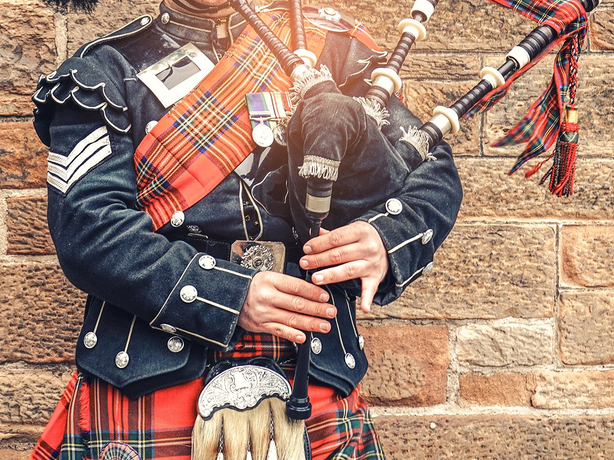 Best Reader's Digest jokes of all time - scottish bagpiper playing bagpipes