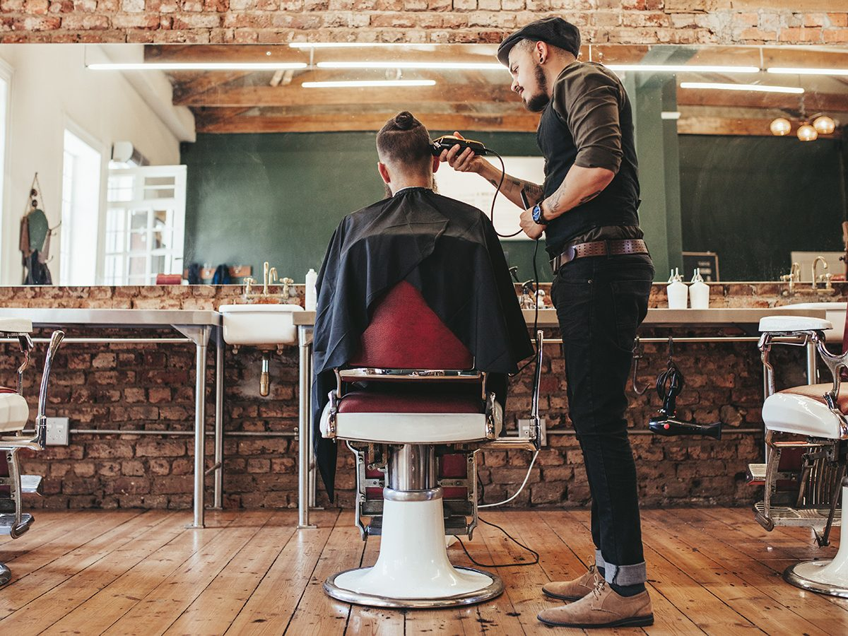 Best Reader's Digest jokes of all time - barber in barber shop